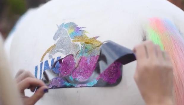 unicornio-no-cavalo-branco-em-londres
